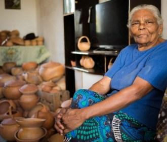 Nova mestre do Registro do Patrimônio Vivo de Alagoas é reconhecida por peças utilitárias