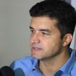 Rui Palmeira entrega mais de 80 veículos para transporte escolar de Maceió