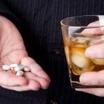 Beber álcool anula o efeito do antibiótico? Veja o que dizem especialistas
