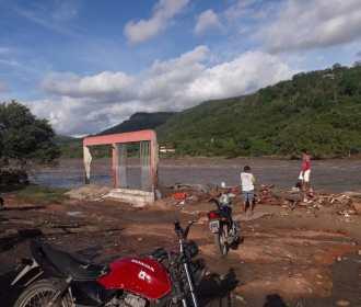 Chuva forte e enchente do Rio Ipanema causam destruição no Sertão