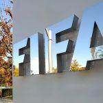 Médico da FIFA sugere punição a jogador que cuspir em campo