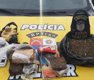 Mais de 15 quilos de drogas e cinco armas são apreendidos pelo Batalhão de Trânsito em Maceió