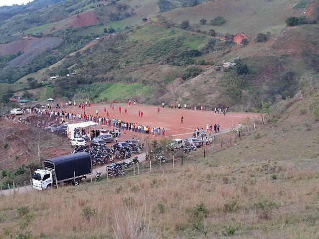 Desde Dagua, Valle del Cauca, Colombia, fútbol de pueblo entre las montañas que comparte con nosotros Stev