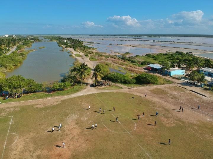 Una de las mejores fotos de todos los tiempos publicadas en esta página. Venga que comienza el partido en Yucatán (México) Aporte de Ramiro.