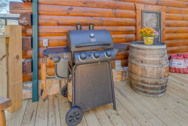 Dinner mountain-style - For a true Smoky Mountain dining experience, cook trout�??perhaps some you reeled in yourself from one of the nearby streams!�??on the outdoor grill, then dig in while seated at the picnic table.