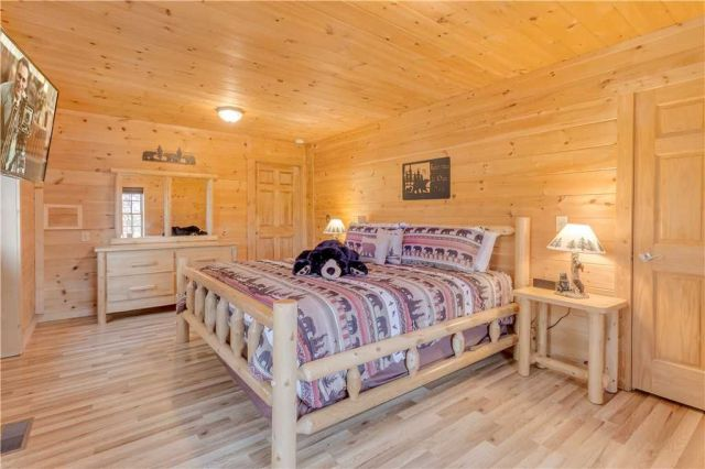 The perfect way to start your day - This beautiful and spacious king bedroom has a large smart flatscreen tv and a walk in closet. The perfect place to relax after a fun filled day.
