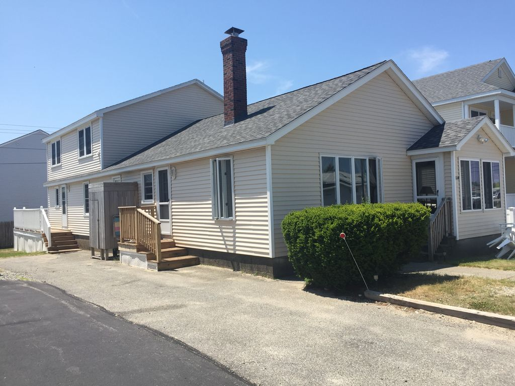 Beach House With 2 Cottages (Total 8BR- Front 3BR/ Back