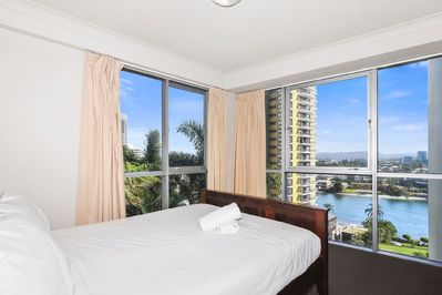Chevron Renaissance Resort Surfers Paradise 2 Bedrooms Holiday Apartment