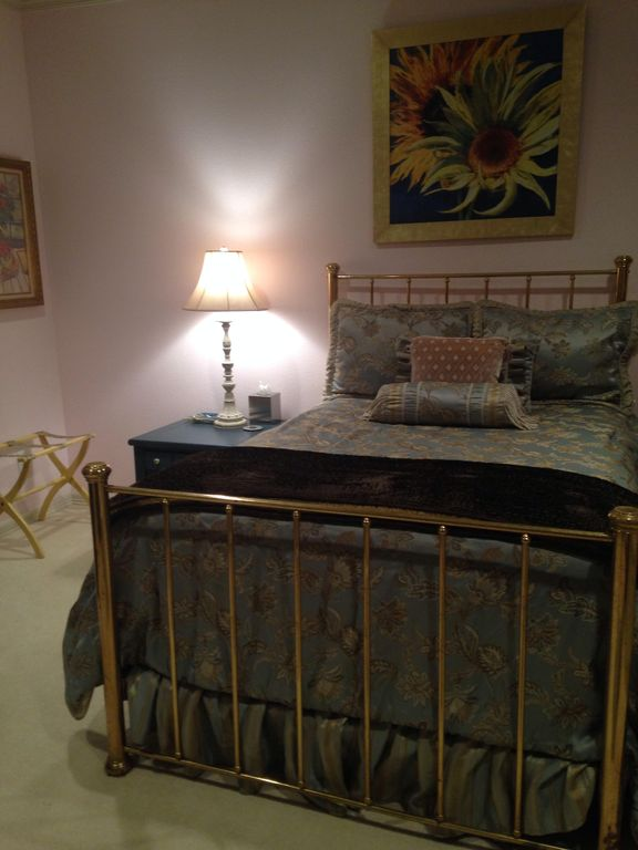 Lovely King Guest Room With Additional Daybed Sofa Butler S Pantry Coffee Bar