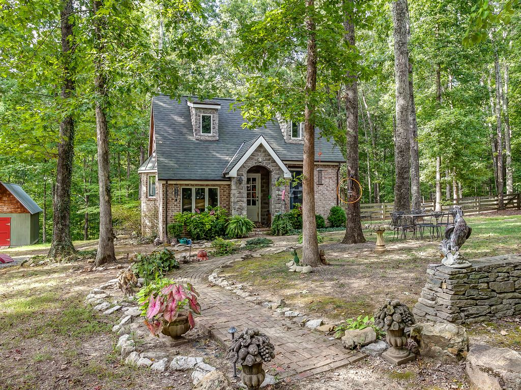 Storybook Cottage Charming Leipers Fork Cottage On 8