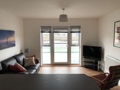 Deluxe Modern 2 Bedroom Ground Floor Apartment With Balcony River City View Newport