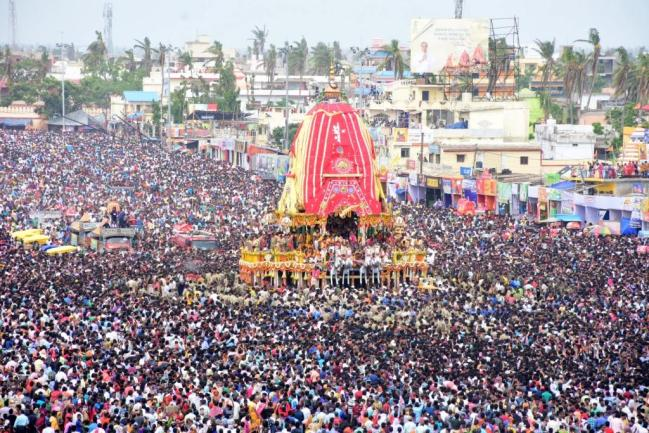 Devotees pulling Lord Jagannath Chariot on Bahuda Yatra in Puri on Friday