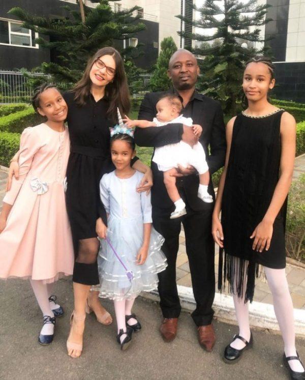 Женщина из Белоруси родила мужу-африканцу четырех девочек ...