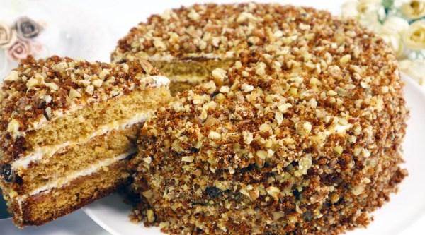 Бисквитный торт «Медовик» со сметанным кремом и вареньем ...