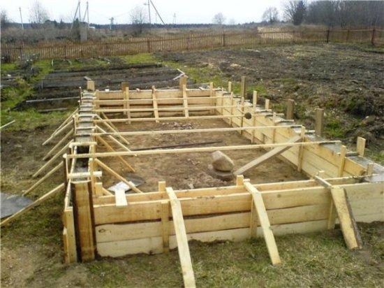 Деревянная опалубка фундамента
