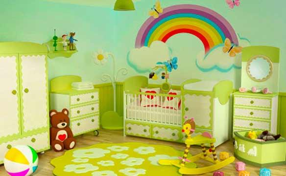 комната детской в зеленых и желтых тонах