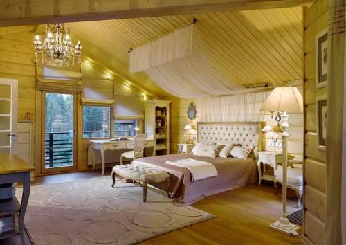 Спальня находится на мансандре