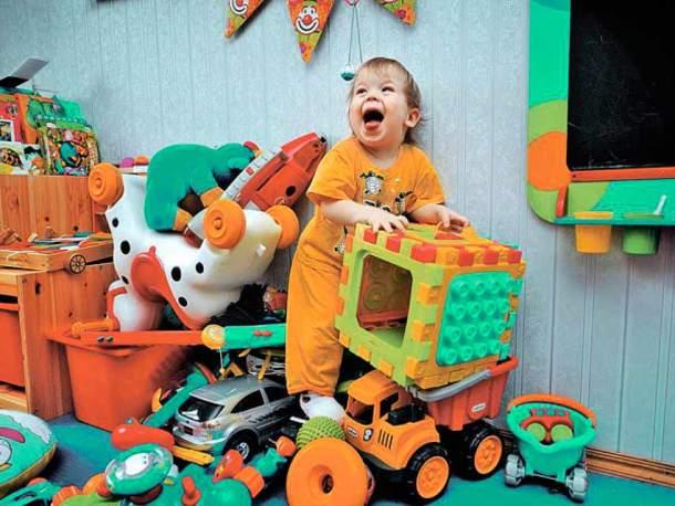 большое количество игрушек у ребенка