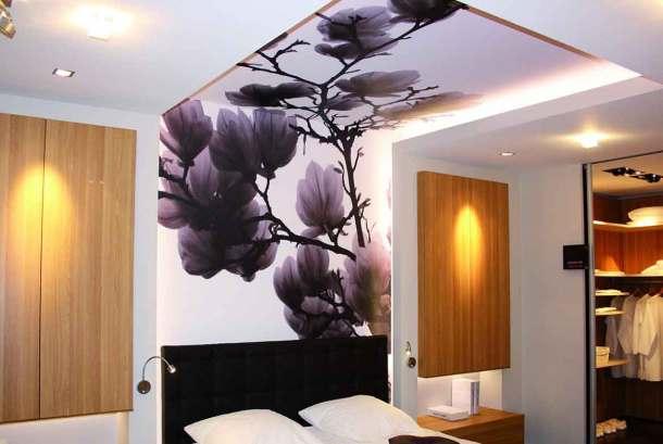 Разрисованный потолок в спальне