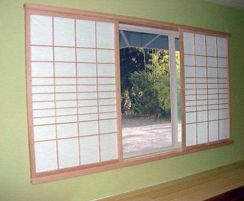 тканевый экран на окнах в японском стиле