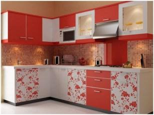 Небольшая кухня в красно-белых тонах