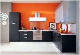 Яркая и просторная оранжевая кухня