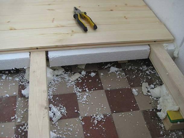 деревянный пол на балконе, лаги, и утеплитель пенопласт
