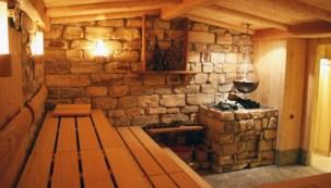 Сочетание дерева и камня в русской бане