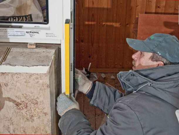монтаж оконных и дверных блоков на лоджии