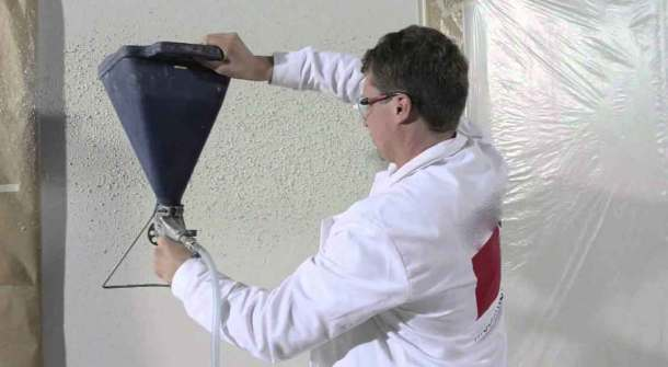 нанесение флоков на стену