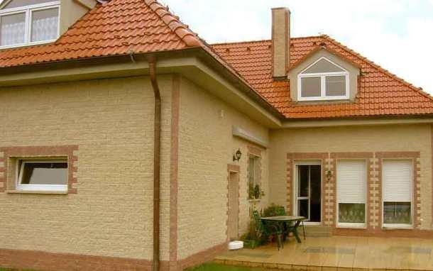 Дом облицован под камень