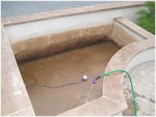 Внутренний бассейн покрывается раствором с красителем, и специальным защитным слоем
