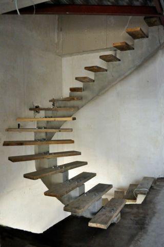 бетонный моно-косоур, лестница