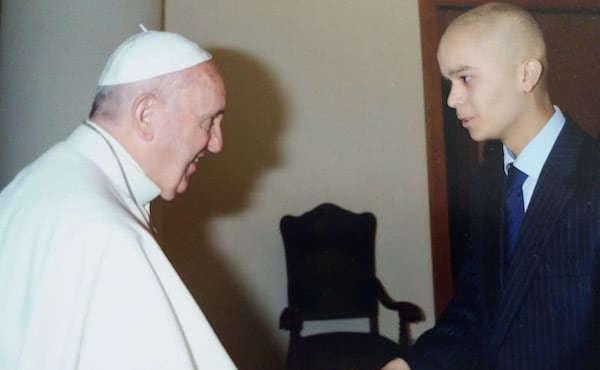 En noviembre de 2015 pudo saludar a Papa Francisco.