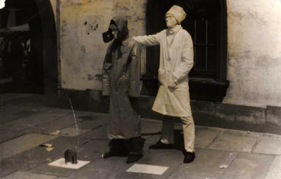 Сергей Ковальский и я на улице Берлина. Живые памятники.