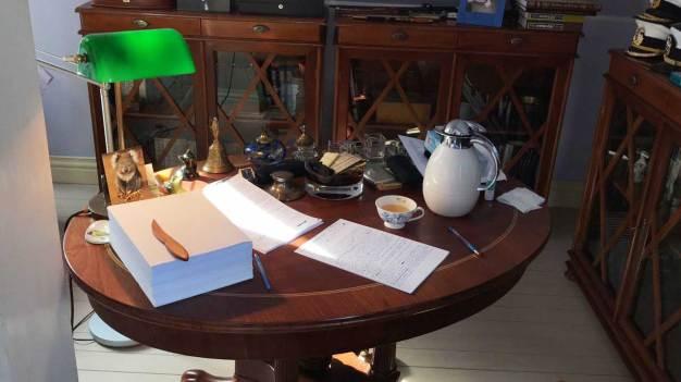 Рабочий стол. Рукопись романа.