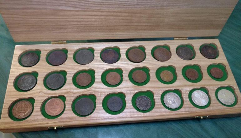 Tablet do przechowywania monet kolekcji