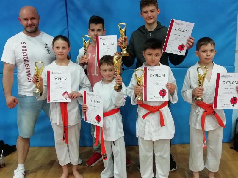 zawodników z Akademii Karate Szydłowiec