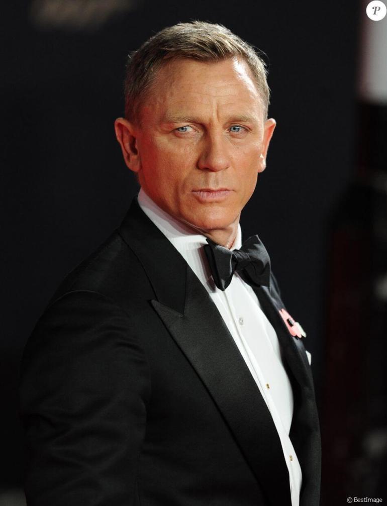 Daniel Craig returns as 007
