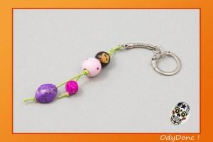 Porte Clés / Bijou de Sac Personnage Perles en Bois Kokeshi Petite Poupée Rose Violet Vert