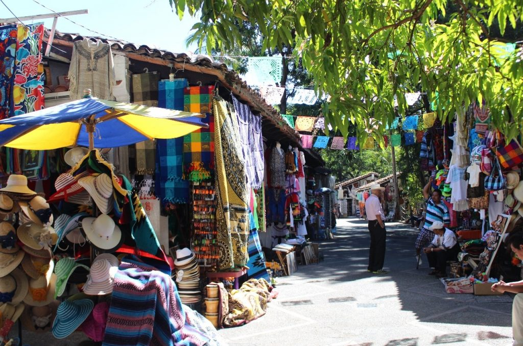 Rio Cuale Island shopping