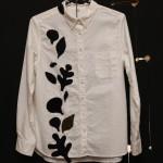 葉っぱのモチーフのボタンダウンシャツ