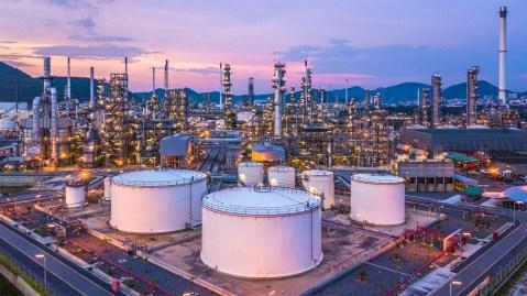 oil-refinary-shutterstock_1076038007