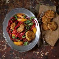 """Rote Spaghetti mit Orangenfilets und Quinoatalern - aus meinem Kochbuch """"Spiralize it!"""""""