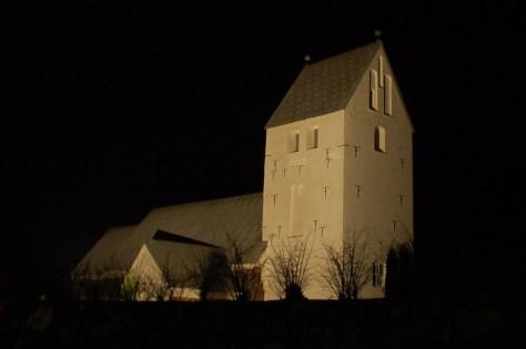 Øse kirke ved nat