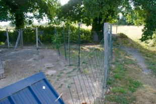 zone fermée dans un coin, pour protéger les semences.