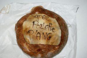Pain décoré de l'inscription : Super Poulette P'Ang