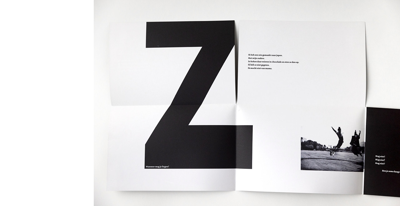 Brochure design for youth theater performance 'zigzag zigzag'.