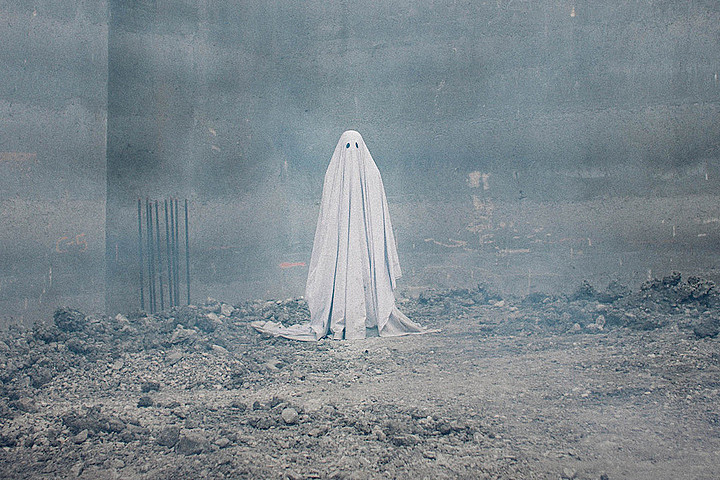 REVIEW: A Ghost Story is a meditative look at haunting and hauntedness (starring a man in a white sheet)