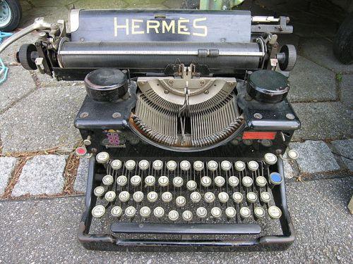 640px-TypewriterHermes